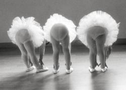 PEACOCK Trois jeunes ballerin, Vykort
