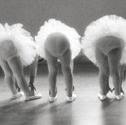 PEACOCK Trois jeunes ballerin, Postcard