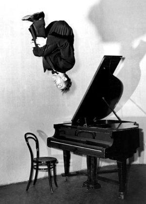 Freddie Harrison, Austrian Performer, Dubbelvikt Kort
