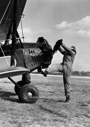 Pilot turning propeller, Dubbelvikt Kort