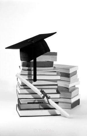 Mortar board on top of books, Dubbelvikt Kort